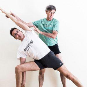 insegnamento dello yoga, posizione Trikonasana